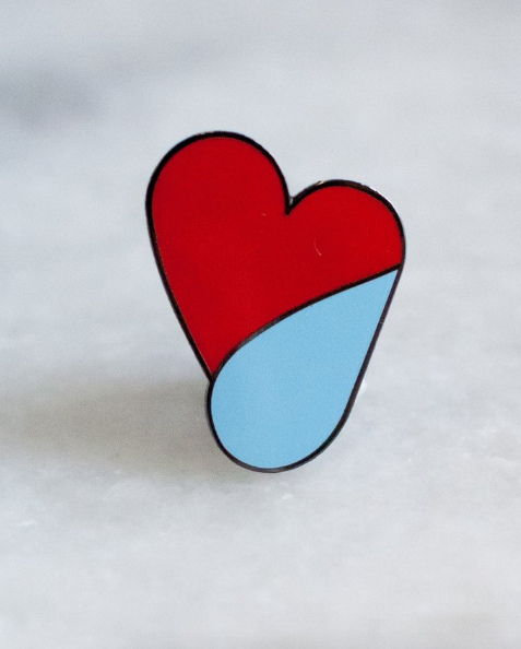 LOVESICK LAPEL PIN Pour témoigner à notre ado qui traverse une peine d'amour que nous le.la comprenons. 7 $