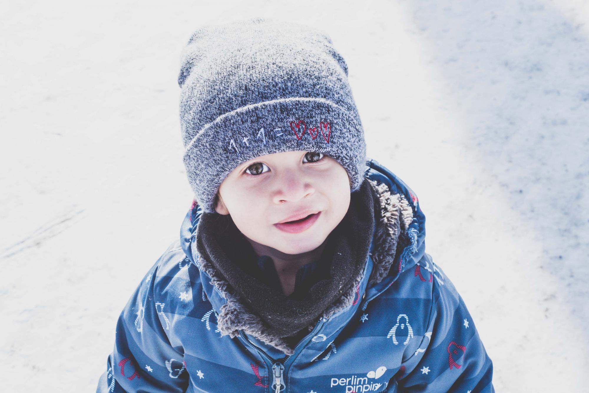 Les joies de l'hiver avec un deux-ans