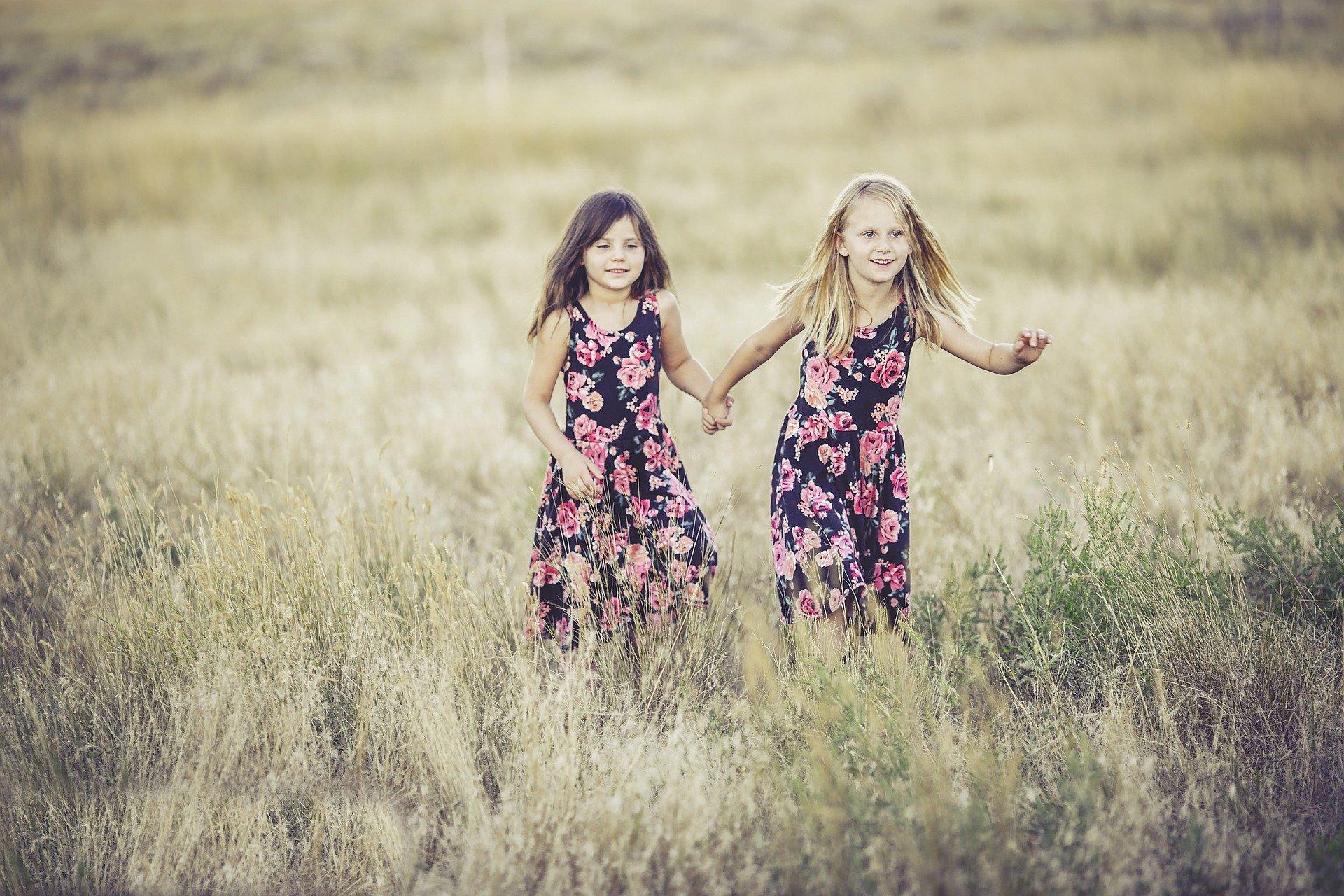 Comment j'ai compris ma sœur à travers la relation sororale de mes filles